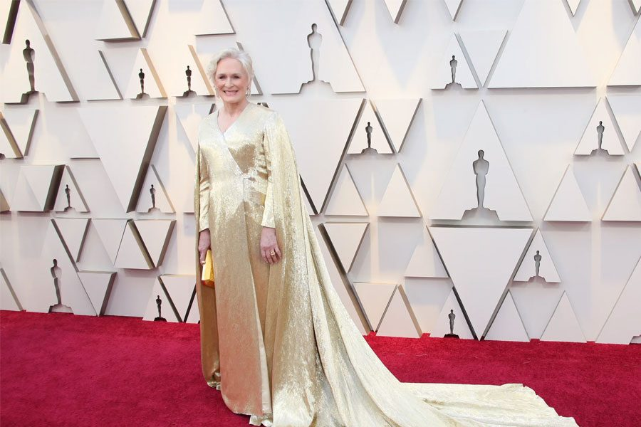 7.+Glenn+Close.++Nominated+for+Best+Actress+for+role+in+The+Wife%2C+Glenn+Close+stunned+on+the+red+carpet.++Wearing+Carolina+Herrera%2C+Close%E2%80%99s+gold+dress+was+covered+in+beading%2C+the+pure+definition+of+glitz+and+glam.++She+certainly+looked+like+a+goddess+walking+down+the+red+carpet.++According+to+USA+Today%2C+Close+revealed+that+the+caped+dress+actually+weighed+a+stunning+40+pounds%21+Definitely+a+look+that+will+go+down+in+red+carpet+history.